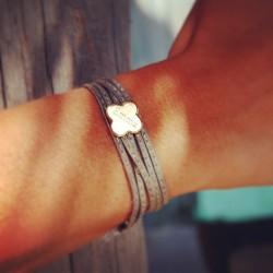 bracelet trèfle gravé