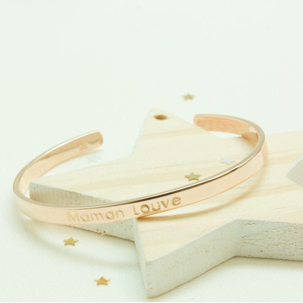 Bijoux dorés personnalisés pour la fête des mères