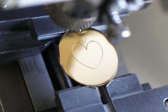 gravure-coeur-sur-bijou-personnalise